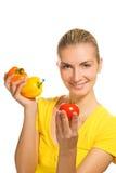 Femme avec les légumes frais Photographie stock libre de droits