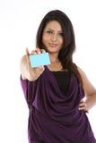 femme avec par la carte de crédit Photo stock