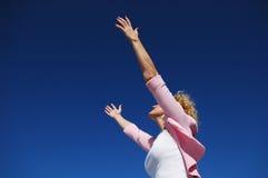 Femme avec ses bras grands ouverts Images libres de droits