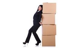 Femme avec un bon nombre de boîtes Photo stock