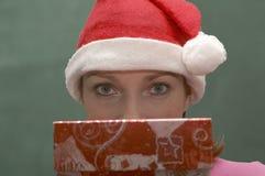 Femme avec un cadeau Photographie stock