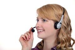 Femme avec un casque de téléphone photographie stock libre de droits