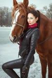 Femme avec un cheval photo libre de droits