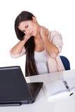 Femme avec un cou raide image libre de droits