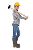 Femme avec un marteau de forgeron Photographie stock libre de droits