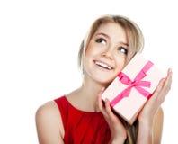 Femme avec un présent Photographie stock libre de droits