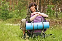 Femme avec un sac à dos Photos stock