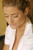 femme avec un sourire affecté Images libres de droits