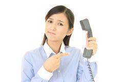 Femme avec un téléphone Photo stock