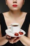 Femme avec une cuvette de café Photo libre de droits