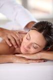 Femme ayant un massage Image stock