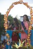 Femme ayant une couronne sur sa tête pendant le festival, Equateur Image libre de droits
