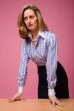 Femme bien fondé dans la chemise rayée photo stock