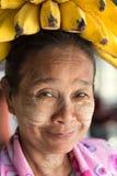 Femme birmanne drôle photo stock