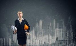femme blanc d'isolement par ingénieur de bacground Photographie stock libre de droits