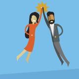 femme blanche d'affaires et hommes indiens d'affaires faisant la haute cinq Images stock