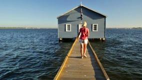 Femme bleue de bateau banque de vidéos