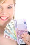 Femme blond amical retenant d'euro notes Photographie stock
