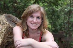 Femme blond assez jeune heureux Photo libre de droits