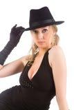 Femme blond avec le chapeau noir image stock