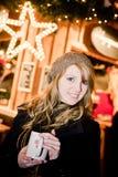 Femme blond avec le perforateur image libre de droits