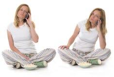Femme blond avec le téléphone portable Image stock