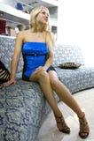 Femme blond dans la chambre de réception Photos libres de droits
