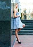 Femme blonde attirante photographie stock