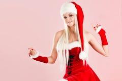 Femme blonde avec du charme et attirante dans un costume de Santa photos libres de droits