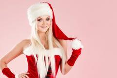 Femme blonde avec du charme et attirante dans un costume de Santa images libres de droits