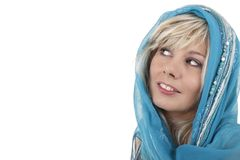 Femme blonde avec le voile regardant en longueur Photo stock