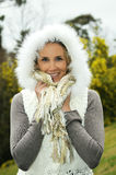 Femme blonde en hiver Photographie stock