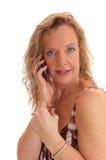 Femme blonde heureuse au téléphone portable images libres de droits