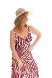 Femme blonde heureuse avec le chapeau de paille photographie stock libre de droits