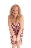 Femme blonde heureuse se pliant en avant images libres de droits