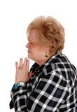 Femme blonde mûre de prière Photographie stock