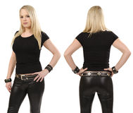 Femme blonde posant avec la chemise noire blanc Photo libre de droits