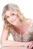 Femme blonde provocante s'usant de dentelle tricoté par blanc Photographie stock