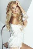 Femme blonde romantique image stock