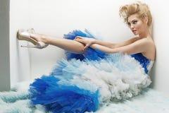 Femme blonde séduisante avec la tentation, corps mince images libres de droits