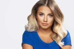 Femme blonde sensuelle photographie stock