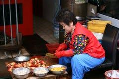 Femme Busan, rue de la Corée de Jagalchi Images libres de droits