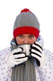 Femme buvant du thé chaud Photographie stock libre de droits