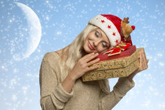 Femme calme avec des cadeaux de Noël Images libres de droits