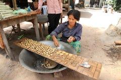Femme cambodgienne de canne à sucre Image libre de droits