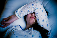 Femme caucasienne asiatique avec la grippe et le feaver Photo libre de droits
