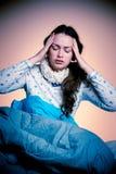 Femme caucasienne asiatique ayant un mal principal - fille avec douleur dans le hea Images stock