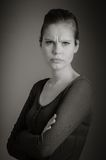 Femme caucasienne attirante dans ses 30 d'isolement sur a Photos libres de droits