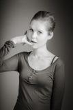 Femme caucasienne attirante dans ses 30 d'isolement sur a Image stock