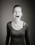 Femme caucasienne attirante dans ses 30 d'isolement sur a Photo libre de droits